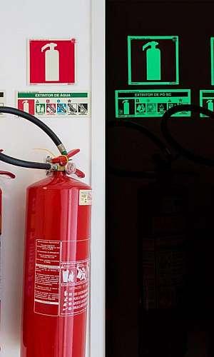 Placa de identificação de hidrantes